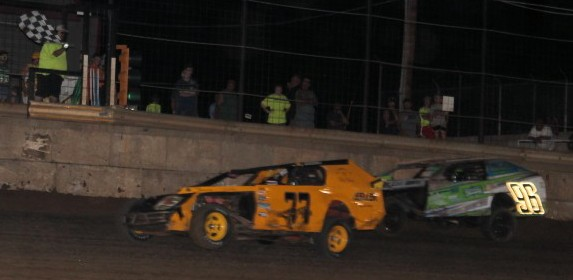 "Doug Keller takes home a tight win at the ""Cage"". Reed Bros. Racing Photos"
