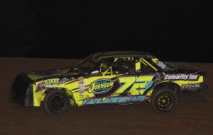 Jesse Vanlaningham #72v feature winner. Reed Bros. Racing Photos